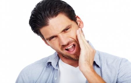 برای کاهش درد فک ، فک خود را ماساژ دهید