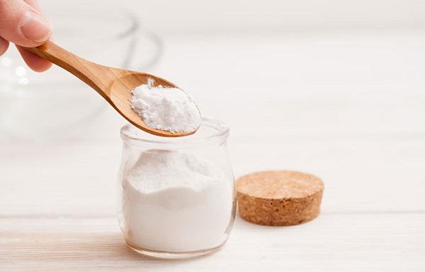جوش شیرین برای درمان موکوسل دهان و لب مفید است