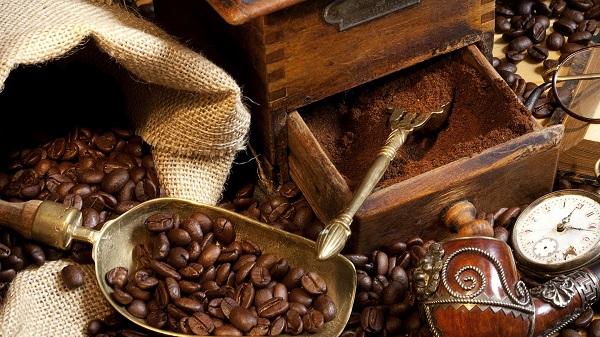 اسکراب قهوه برای رفع ترک های پوستی