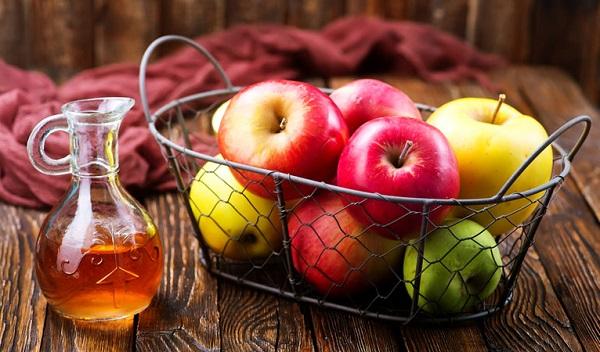 سرکه سیب طبیعی برای درمان جای نیش پشه
