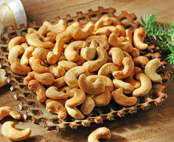 مصرف بادام هندی برای جلوگیری از سردردهای میگرنی مفید است