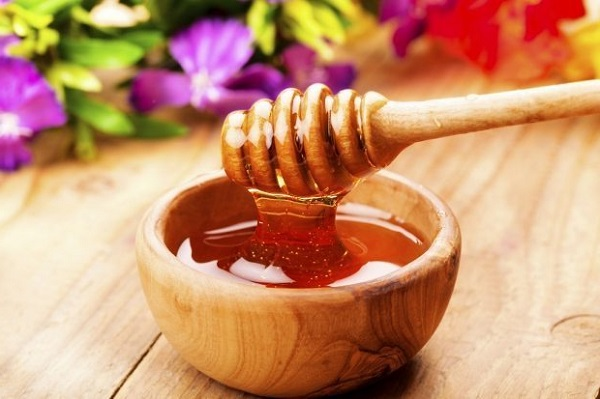 عسل طبیعی و روغن درخت چای برای درمان موکوسل