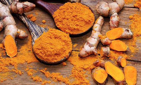 استفاده از زردچوبه و قرص ویتامین C برای از بین بردن خال