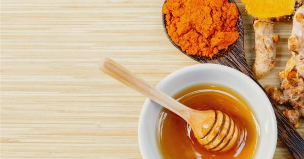 درمان آفت دهان با عسل و زردچوبه