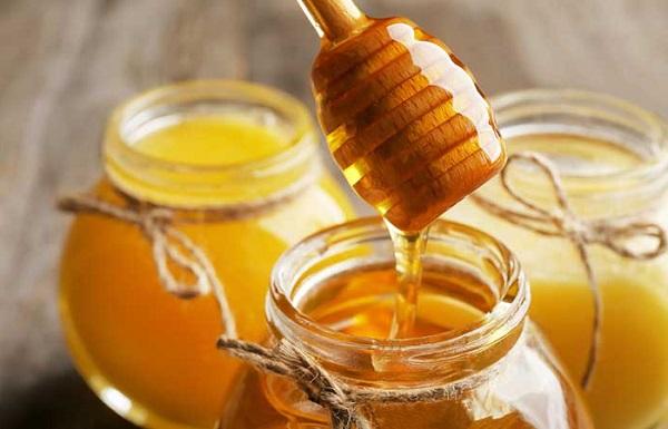 عسل طبیعی برای رفع آکنه های پشت و شانه ها