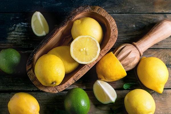 لیمو برای از بین بردن بوی بد پا