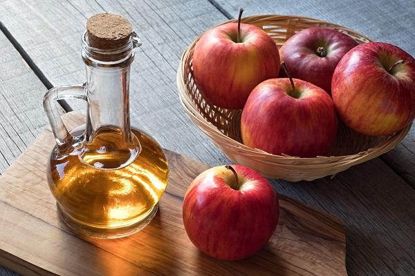 سرکه سیب طبیعی برای درمان پای ورزشکار