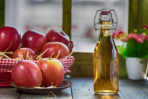 سرکه سیب طبیعی برای رفع ترک پا