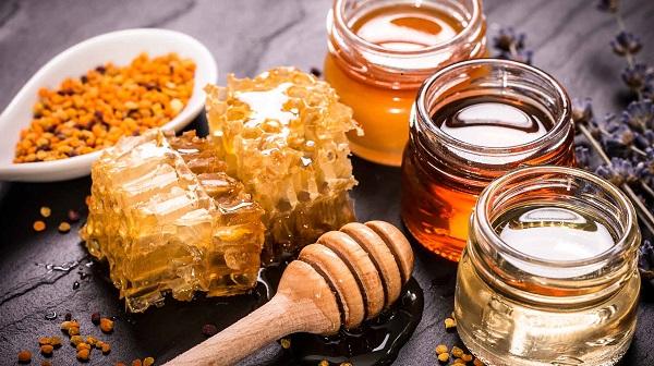عسل طبیعی برای رفع ترک پا