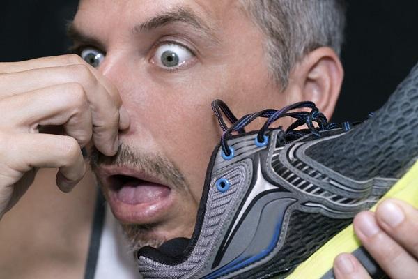 روش های طبیعی برای از بین بردن بوی بد کفش ها