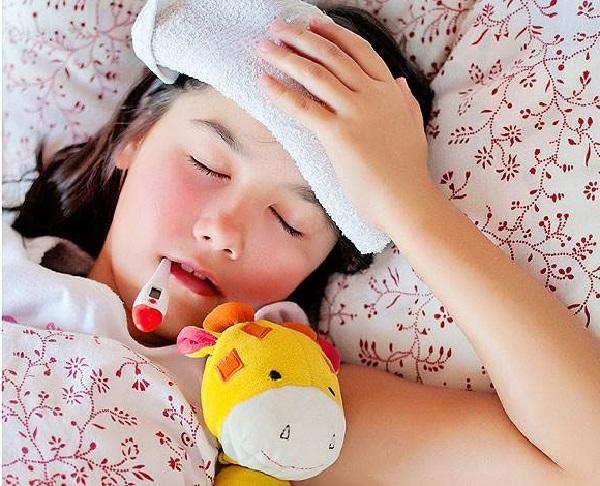 درمان تب کودک,علائم تب کودک,راههای پایین آوردن تب