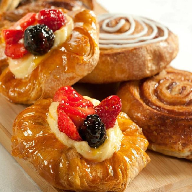 طرز تهیه شیرینی دانمارکی و دستور پخت شیرینی گل محمدی