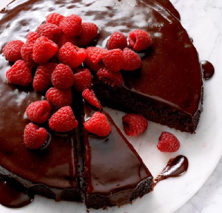 طرز تهیه کیک شکلاتی اسفنجی پایه برای انواع کیک تولد و کیک عروسی